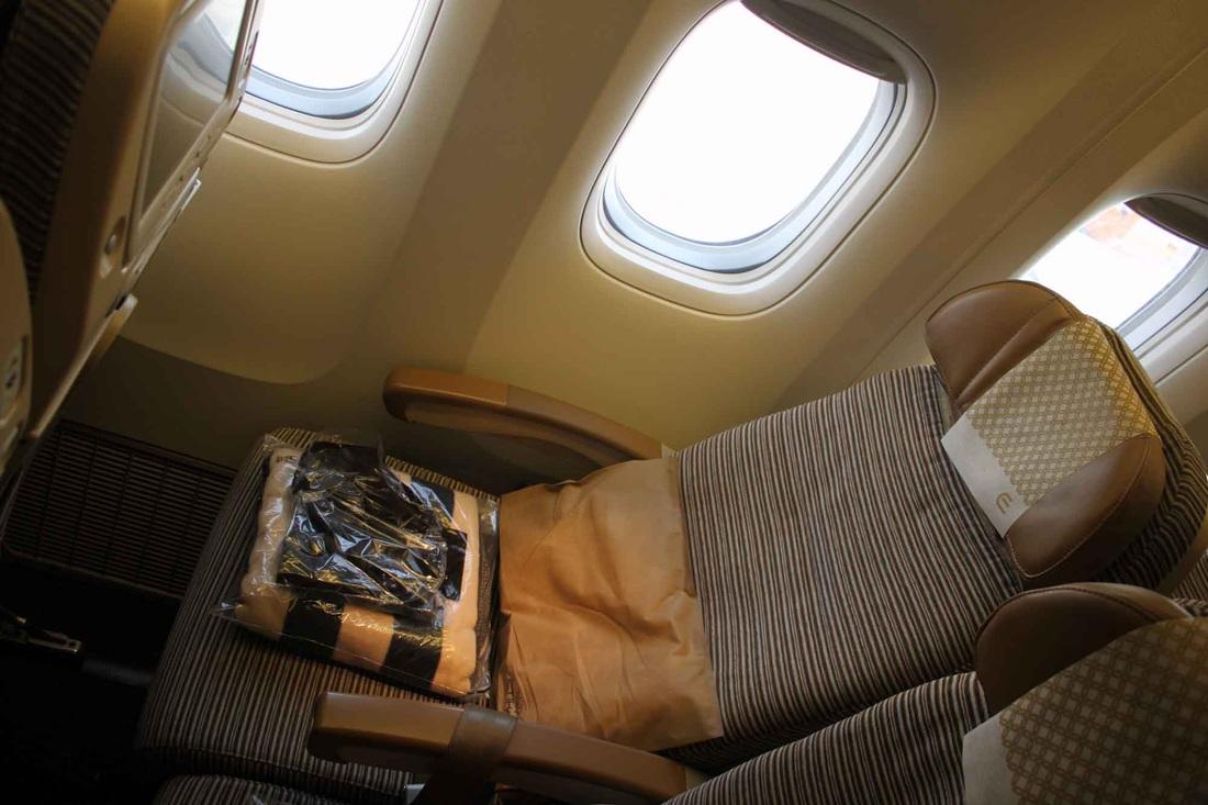 review etihad airways economy 777200lr abu dhabi to los