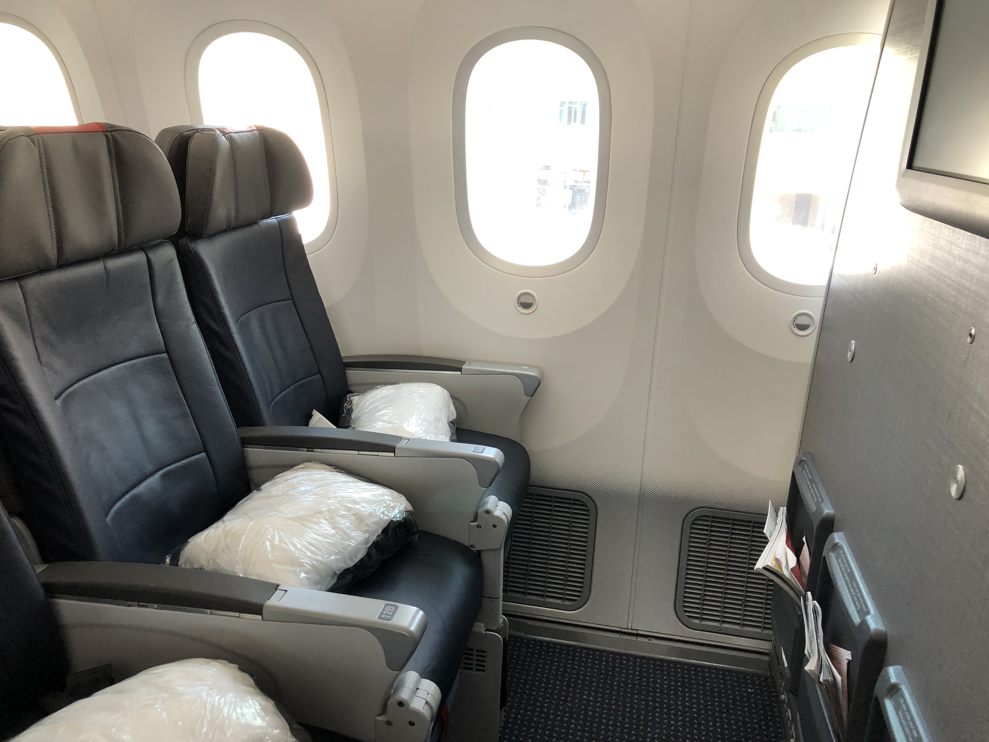 Review American Airlines 787 9 Main Cabin Extra Los